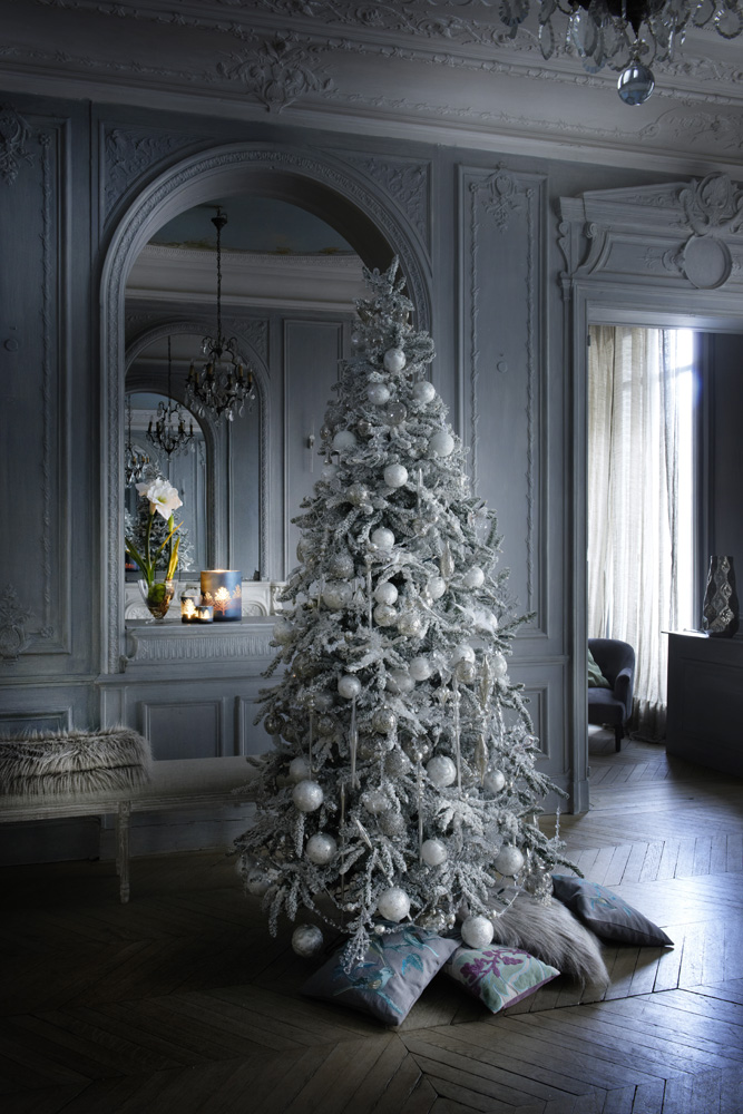 un albero di natale bianco ghiaccio shabby chic mania by. Black Bedroom Furniture Sets. Home Design Ideas