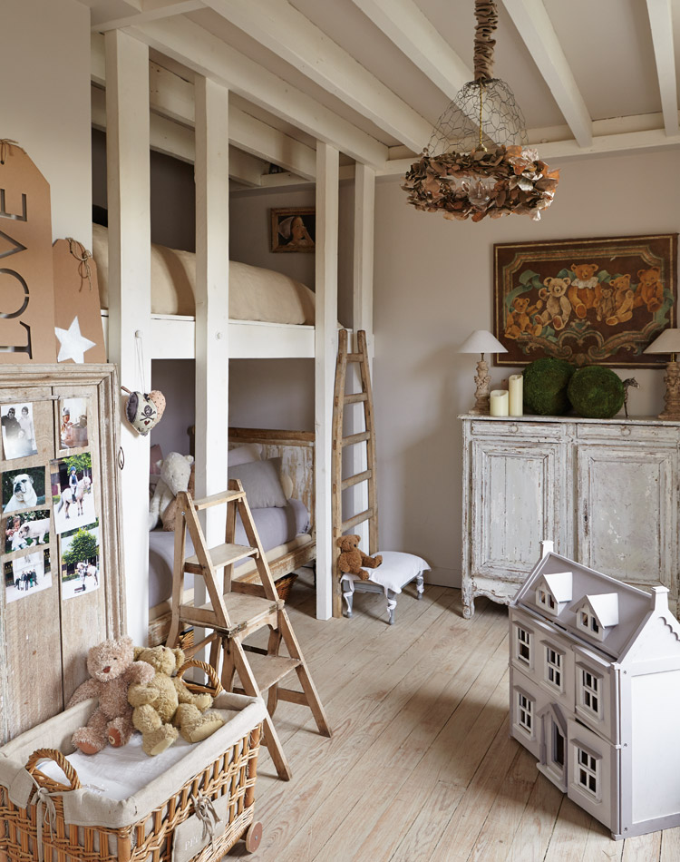 la casa di sophie lambert shabby chic mania by grazia. Black Bedroom Furniture Sets. Home Design Ideas