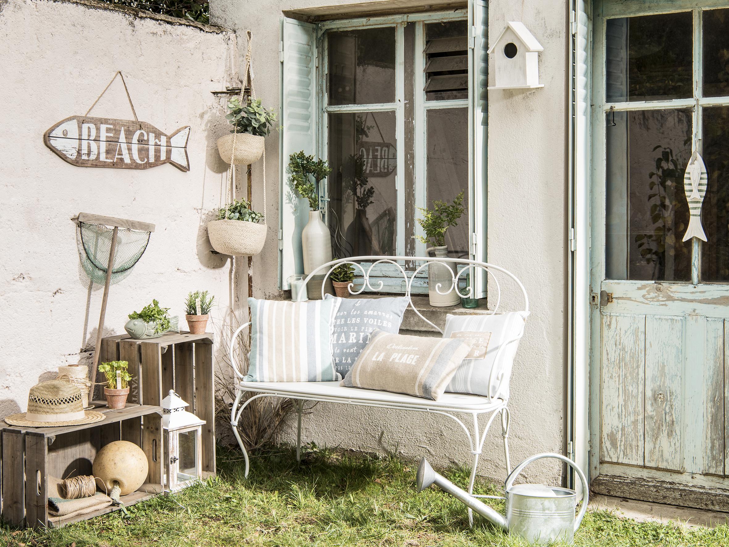 French style in giardino shabby chic mania by grazia for Arredamento oggettistica