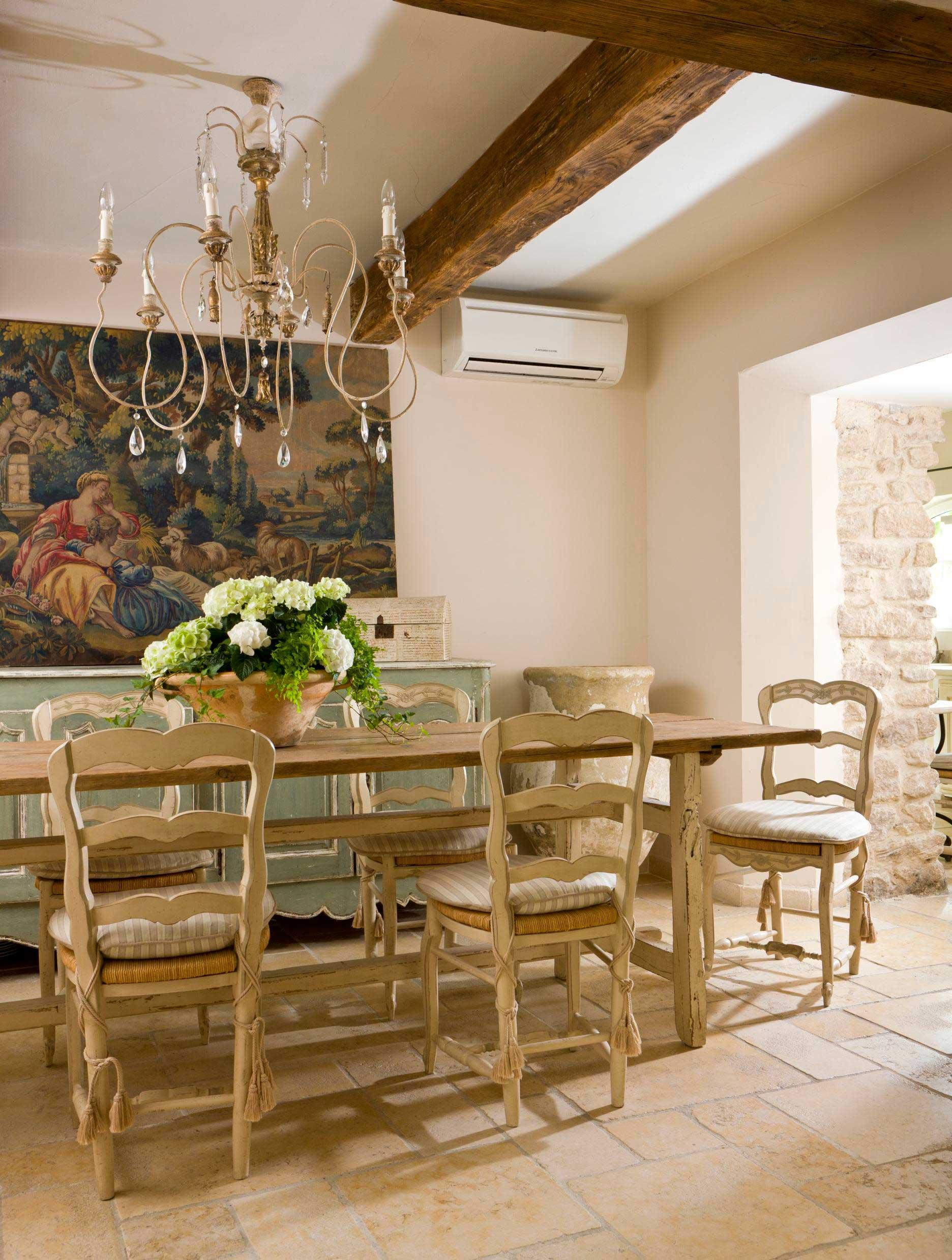 Una casa nel luberon shabby chic mania by grazia maiolino - Sala da pranzo in francese ...