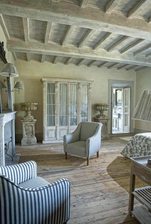 Country chic in toscana shabby chic mania by grazia maiolino for Arredamento shabby chic firenze